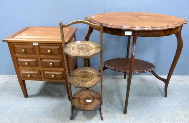 Antiques & Collectors auction in Woking Surrey - Bedside Chest, Lamp Table