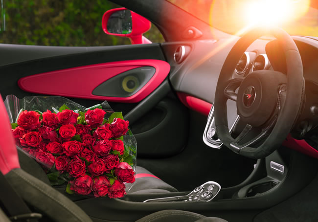 Woking & Sam Beare Hospice patients and staff received a floral Valentine's Day surprise when McLaren delivered 320 beautiful red roses to the hospice