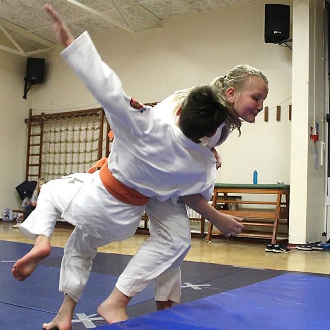 Judo Lessons for Boys & Girls in Elmbridge Surrey including Westward School Walton on Thames