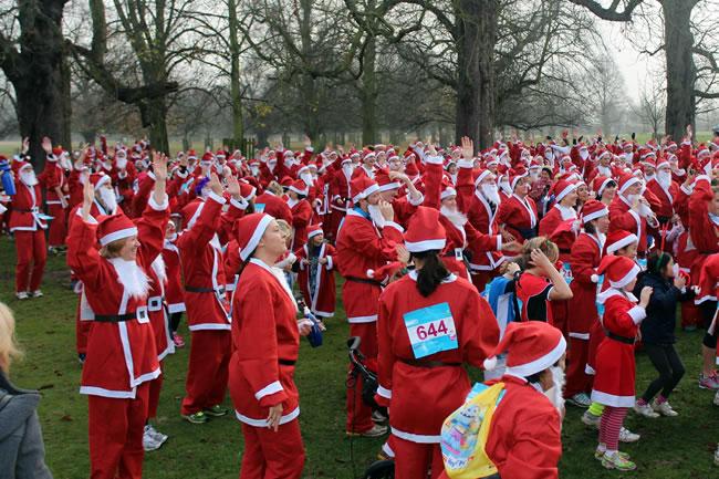 Richmond Park and Bushy Park Santa Fun Runs For Princess Alice Hospice Esher Surrey