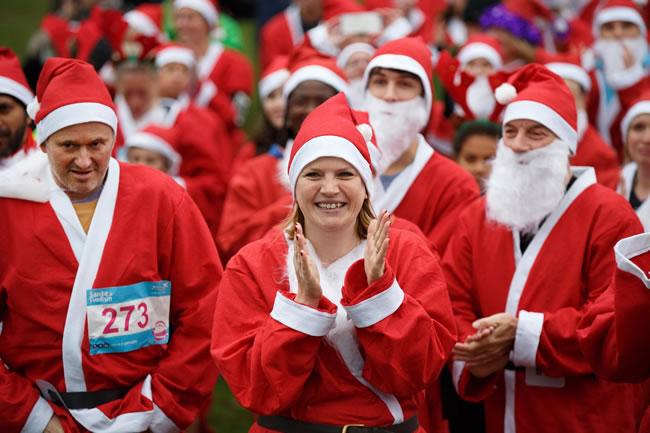 Santa Fun Runs For Princess Alice Hospice Esher - Bushy Park
