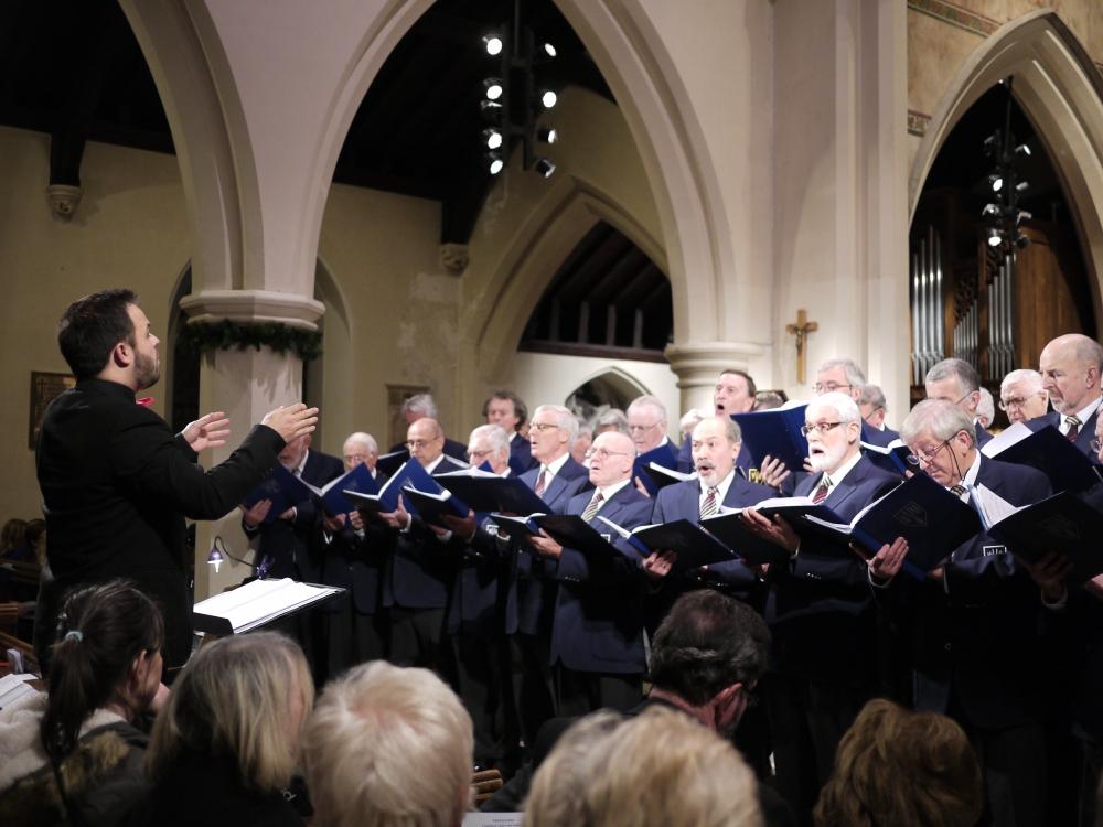 Weybridge Male Voice Choir conducted by Jonny Kilhams