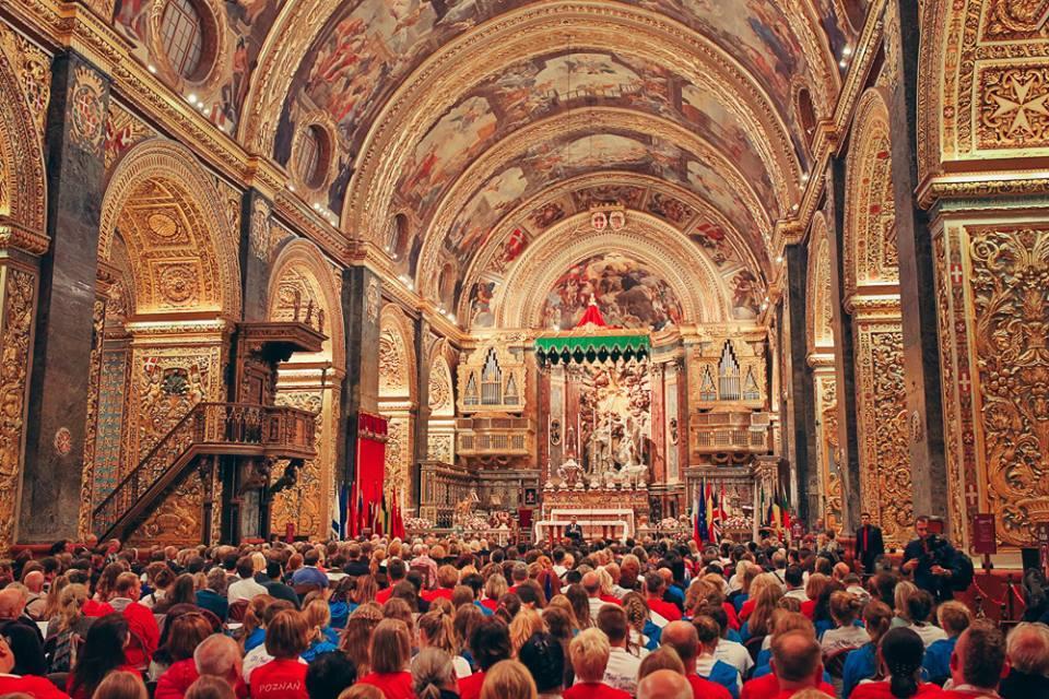 Elmbridge Mixed and Ladies Choir singing in Valletta Malta