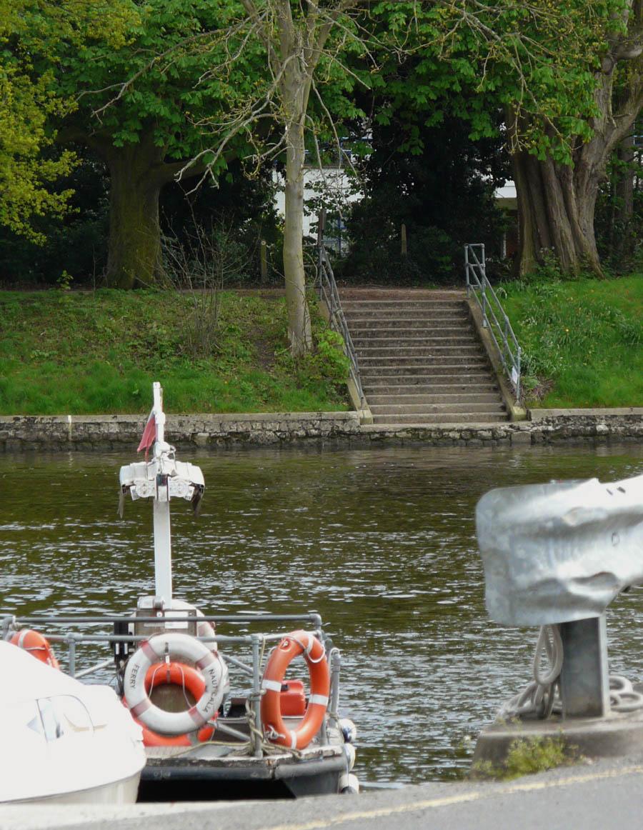 Weybridge Shepperton Ferry Across River Thames